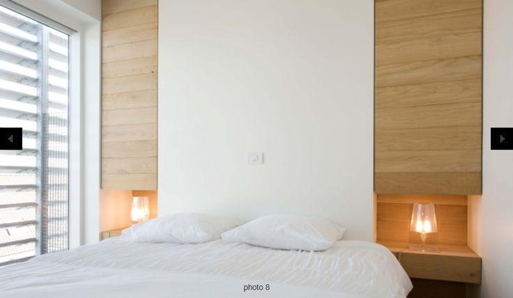 Sober en eenvoudige slaapkamer, interieur, warm strak