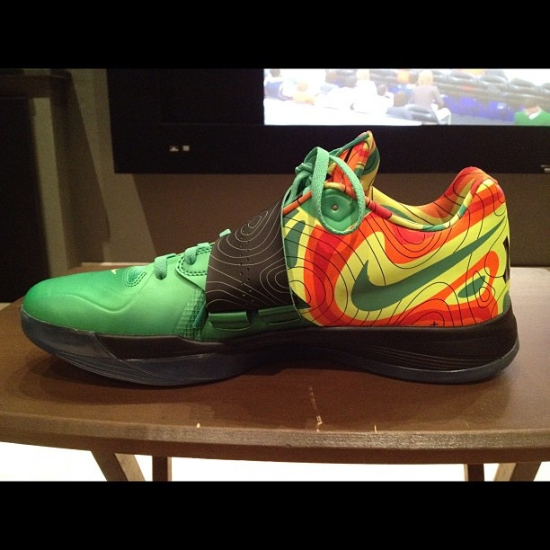 "c3dbbbfb33a305 ... thunder to favorite players ""WEATHERMAN"" NIKE ZOOM KD IV. Crazy! Kevin  Durant ."