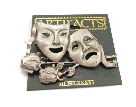 Hoi! Ik heb een geweldige listing op Etsy gevonden: https://www.etsy.com/nl/listing/491230798/jj-pewter-drama-masker-gezicht-pin