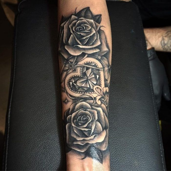 die besten 25 schwarze rose tattoos ideen auf pinterest tatoo rosendesigns schulter tattoo. Black Bedroom Furniture Sets. Home Design Ideas