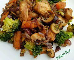 Gegrilde kipfilet met groenten als champignons, rode ui, broccoli en worteltjes. Je kunt er natuurlijk alle groentes voor gebruiken die je lekker vindt, het is ook heerlijk met bijvoorbeeld paprika en courgette.