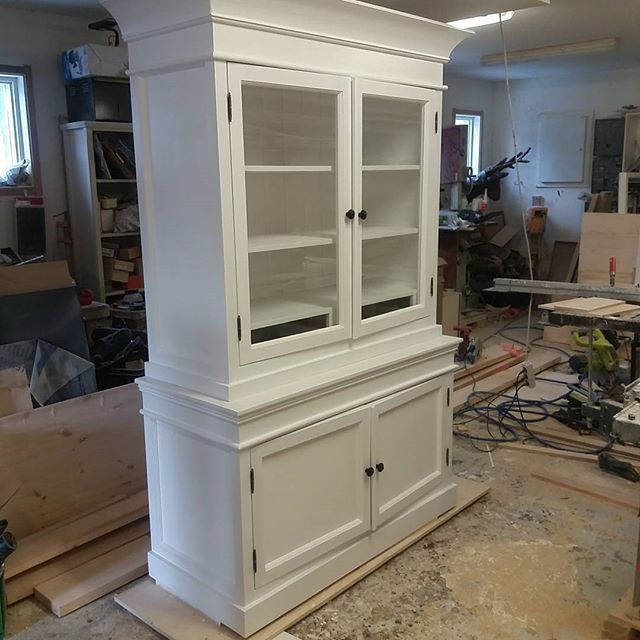 Excuse the productive mess 😅 Nearly finished cabinet - the drawer boxes behind glass doors yet to come and some paint job to do... #rustic #joinery #country #rustiikki #cottage #interior #kaappi #displaycabinet #bespoke #cupboard #skåp #vitrinskåp #furniture #maison #carpentry #carpenter #snickeri #maalais #vitriinikaappi #landelijk #mittatilauskalusteet #pienkalusteet #salvage #puuseppä #puuseppähaukipudas #puuseppaoulu