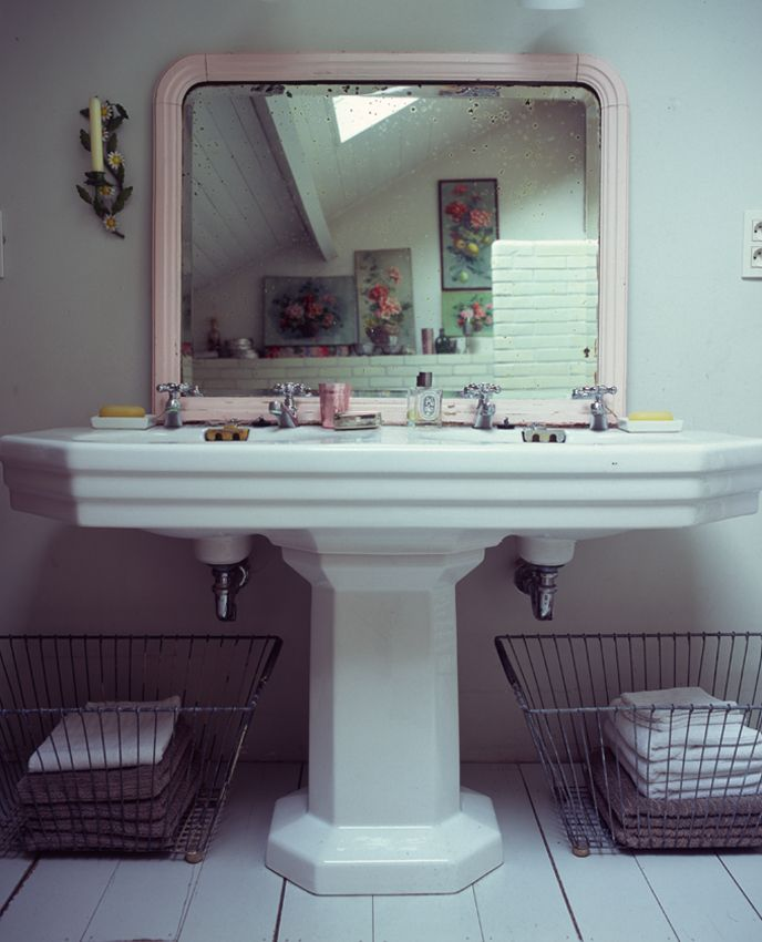Moon to moon big sinks large arched mirror how - Large bathroom sink with two faucets ...
