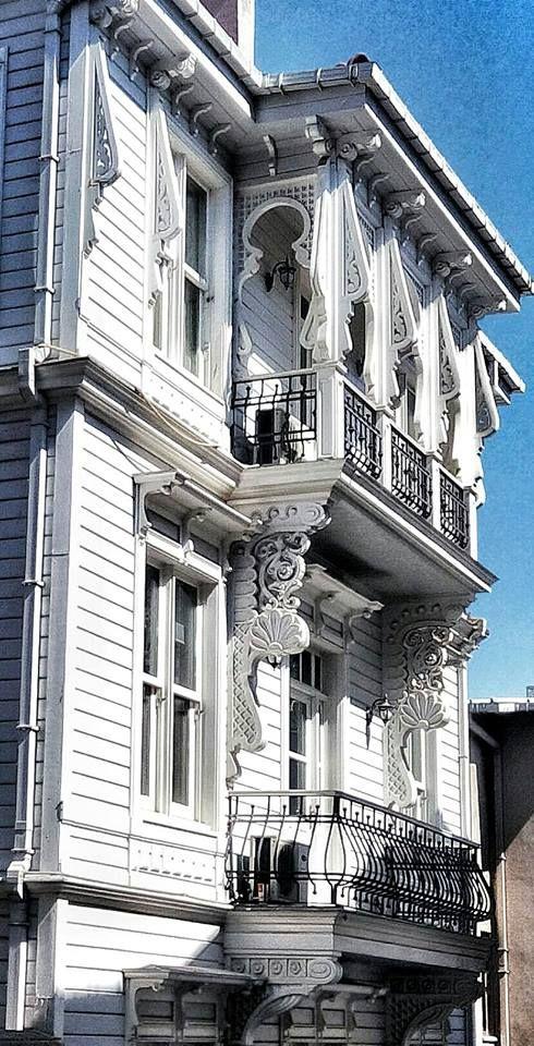 İstanbul Ahşap ve Taş yapı Fotoğraflarım. Arnavutköy de arada harika bir işçilik ve nakış çok güzel. Foto:Mustafa Öztürk