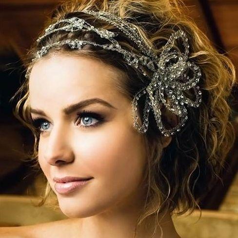 Esküvői frizurák göndör hajból - álompár.hu-szépségápolás esküvőre