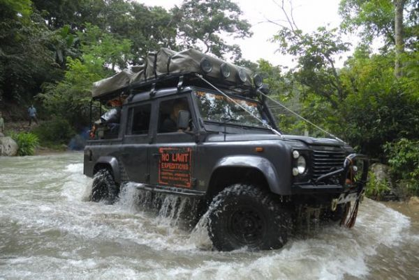 At No Limit Expeditions they know how to handle a LandRover Defender.