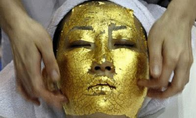The latest trend to get rid of wrinkles is a mask made from pure gold 24 carat, which began appearing in major spas in Japan and has now spread to the rest of the world