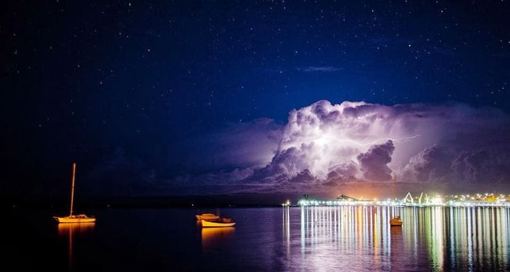 plainpicture Bing New Zealand | Lightning storm over Port Lincoln with reflections of large storm ...