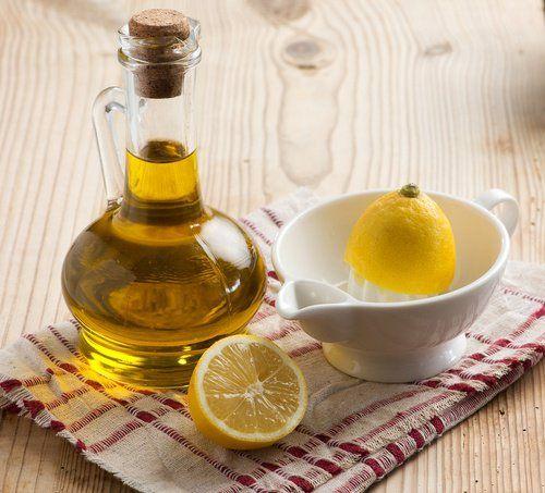 Citron et huile d'olive Apprenez à adoucir les coudes et les talons avec des produits naturels