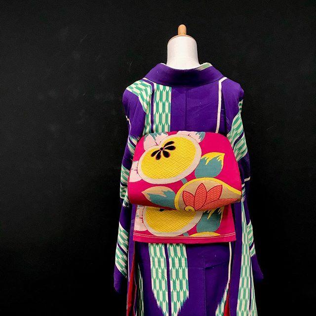 大きな矢羽根の中に小さな矢羽根♡ 【冬物クリアランスセール開催中】 . . . ショップへはプロフィールから . . #雅星 #雅星本店 #着物 #着物コーデ #着物コーディネート #アンティーク着物 #kimono #japan #japanese #japanesestyle #japanesefashion