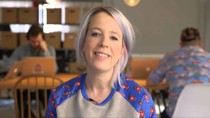 Elfi De Bruyn is blogster op haar eigen website 'Glam at Heart'.  Op deze blog kan je terecht voor de nieuwste trends en diy's over nagels.  Vrolijke nagels in een handomdraai, luidt haar slogan.  Elfi heeft al 1 boek vol leuke nageltips en -tricks uit, en een tweede volgt in september 2014.     Meisjes (en mannen die willen uitpakken tegen hun vriendin), surf zeker eens naar Elfi's leuke website.  http://www.glamatheart.com