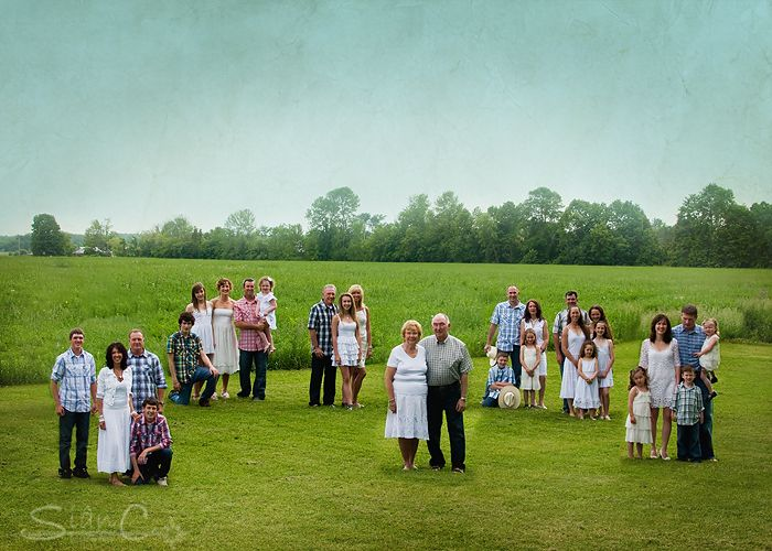 A family tree photo. I'd love to do this with our wonderful, big family at the Blue farm. :) But who would take the picture?