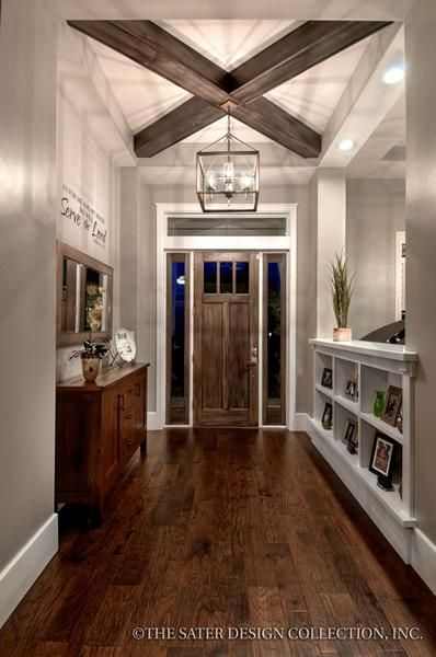 Entry Craftsman-styled divider, beamed ceilings