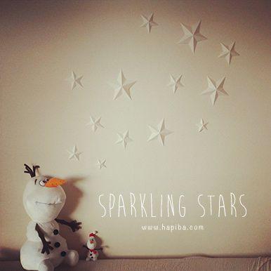 紙1枚で作れる立体的な星形オーナメントの作り方を紹介。クリスマスの飾りとしてもおすすめ!手作り(DIY)素材が無料ダウンロードできます。
