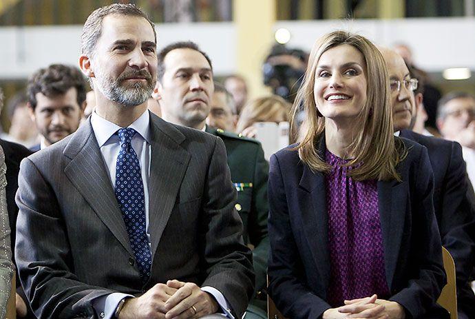 El rey de España se baja el sueldo en un 20% - diario El Pais