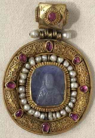 St. Nicholas. Pectoral icon Date (century): Cameo –11–12th centuries, mounting – early 15th century Material, technique: Sapphire, gold, gems, pearls; carving, filigree...