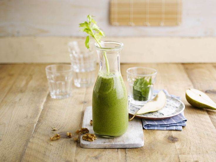 Rise and shine sunshine! This healthy breakfast smoothie will blow away your morning mood in no time.