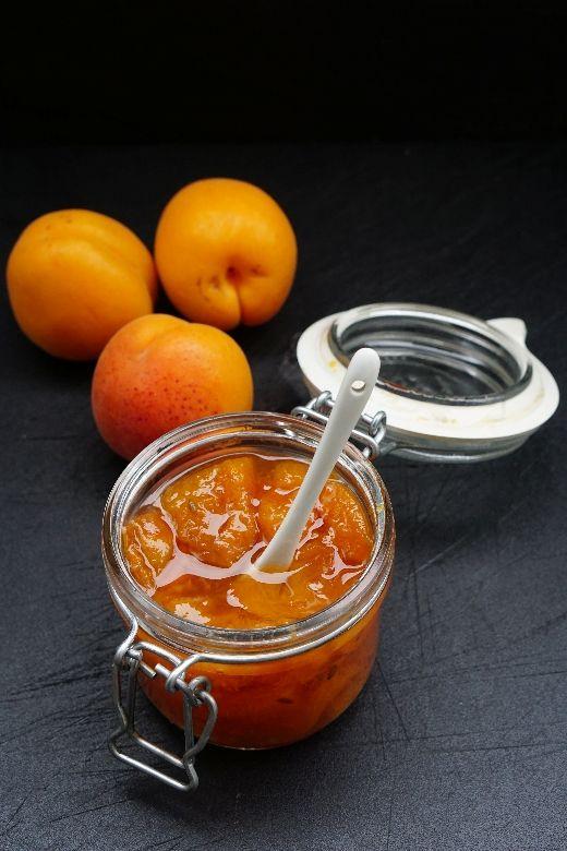 Aurinkoinen aprikoosi-laventelihillo /Apricot lavender jam  http://lumolifestyle.blogspot.fi/2014/08/aurinkoinen-aprikoosi-laventelihillo.html