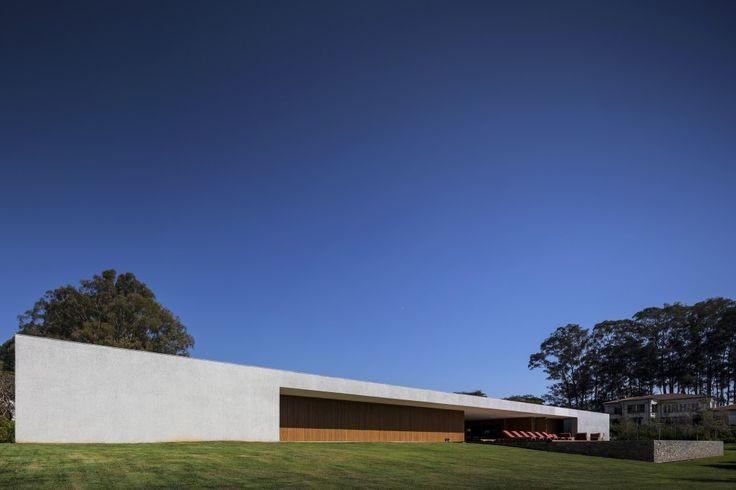 Lee House / Studio MK27  Marcio Kogan + Eduardo Glycerio