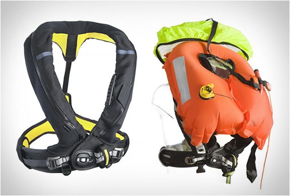 The Spinlock Auto-inflating life jacket is a great alternative to the common bulky life jackets. The vest provides maximum freedom of moveme...