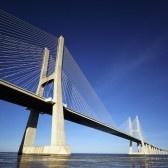 Lisbon Portugal : parte del puente de Vasco da Gama en Lisboa, Portugal
