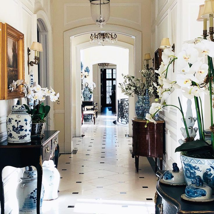 Blue and white decor in an elegant French chateau. The Enchanted Home. Classic, traditional, and European inspired lovely interior design! #enchantedhome #blueandwhite #chinoiserie #traditional #interiordesign