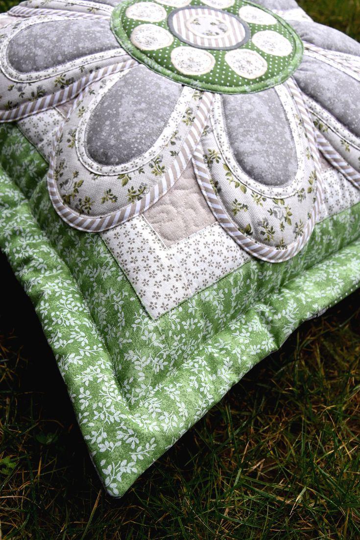 pillow,cushion,flowerpillow,pillow appliqué,flower appliqué,decorative pillow,quilts,quilting by Kajura on Etsy