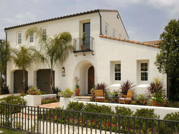 25 best ideas about stucco houses on pinterest white for White stucco mediterranean house