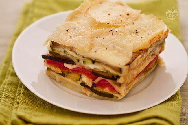 Lo sformato di verdure è un piatto semplice e veloce da preparare, si adatta ad ogni tipo di stagione e prevede l'utilizzo di verdure e formaggio.