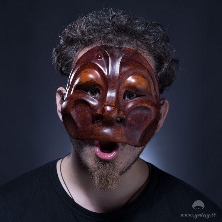 Arlecchino scimmia maschera teatrale in cuoio, Commedia dell'Arte, altri colori e forme su ordinazione di GAIAGeri su Etsy