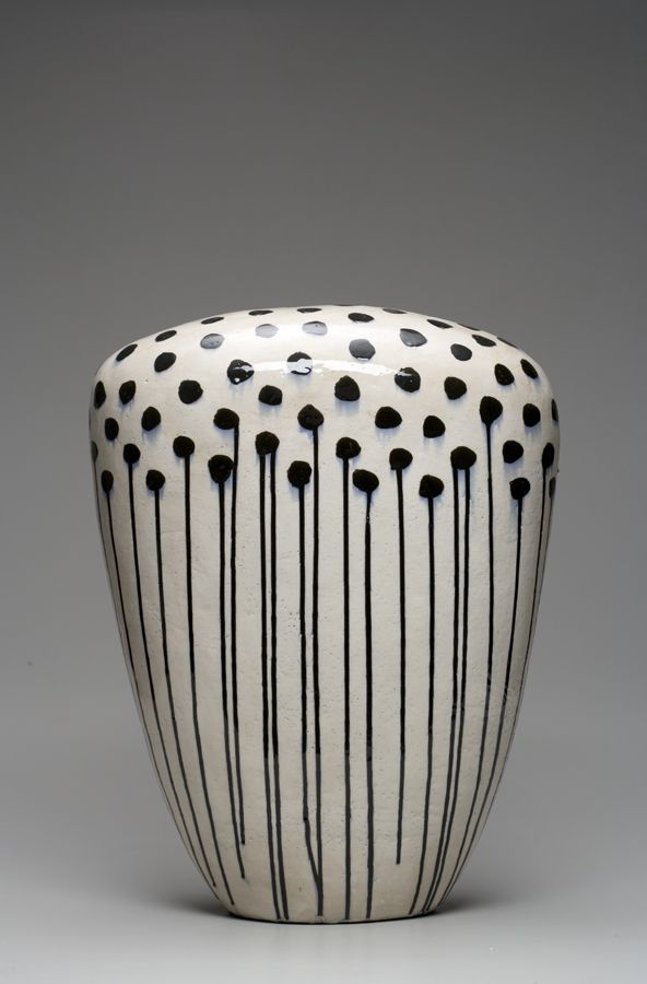 La combinación japonés y cerámica nunca, nunca, NUNCA puede funcionar mal. Cada uno de sus trabajos tiene, después de acabado, un proceso de secado de unos 4 meses. El algunas de sus piezas, el pro...