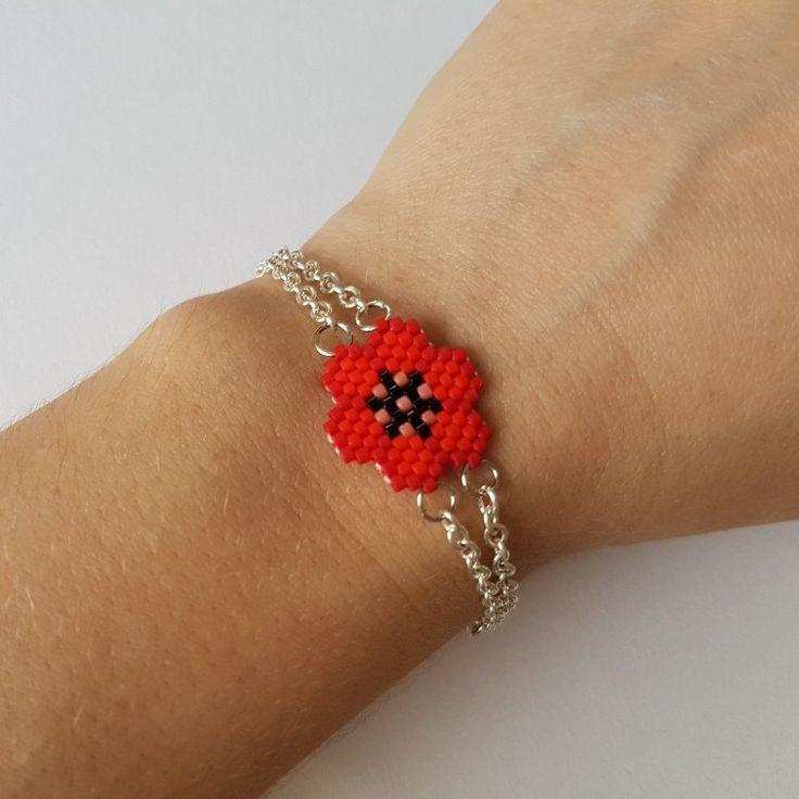 Enfin le bracelet qui va avec les boucles d'oreilles. Bientôt le collier.....
