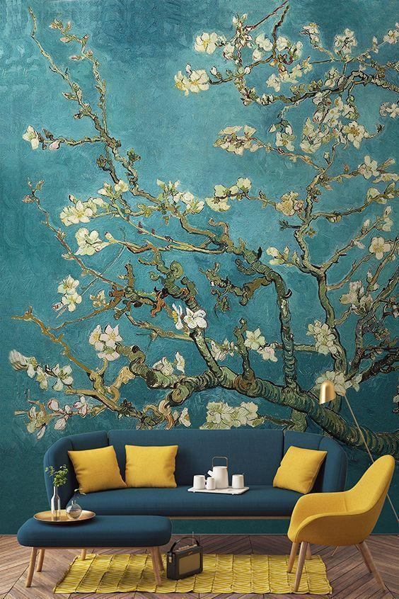 Bemalte Tapete mit Mandelbaumzweig - bekannte von van Gogh bemalte Tapete  als eines der herausragenden Werke des großen Künstlers dar. Tapete mit gemalten blühenden Knospen auf blauem Hintergrund. Elegantes Highlight im Wohnzimmer #vangogh #blumentapete #wandtapete #elegant