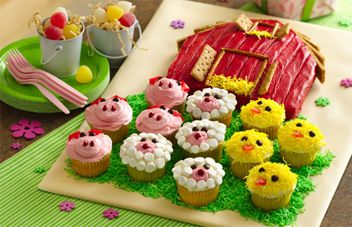 Barn Cake With Farm Animal Cupcakes-LOVE THIS. Now I just need a reason to make it. :/