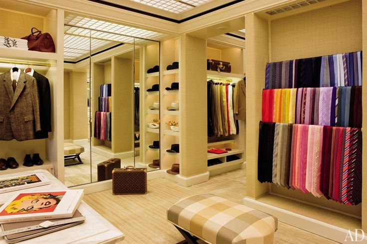I want a bigger closet...like this one...*sigh*