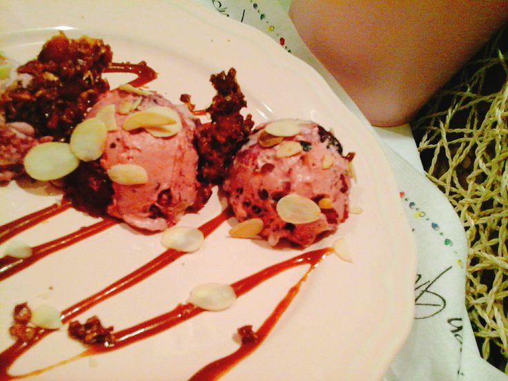 Gyümölcsös desszert karamell szósszal/mandula pehellyel és grillázzsal… http://mediterran.cafeblog.hu/2017/01/21/10-perces-gyumolcsos-desszert-karamell-szosszalmandula-pehellyel-es-grillazzsal/