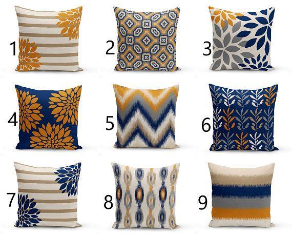 Throw Pillow Cover progetta nel mix e match stampe. I colori sono blu marino, carota, tortora, beige, sabbia e grigio. Caratteristiche individualmente tagliate e cucite, un 2 lati stampare ed è rifinito con una cerniera per facilità di cura. DIMENSIONI: 16 pollici X 16 in. 18