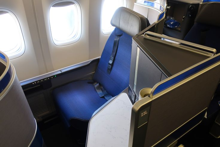 United Airlines Polaris Business Class Review – New Seating – Boeing 777-300 Newark to Tokyo