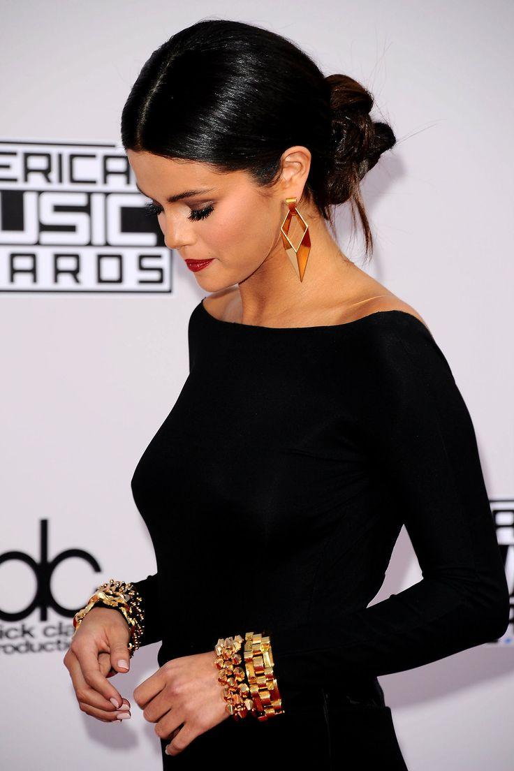 Selena attending the AMAs. November 23, 2014