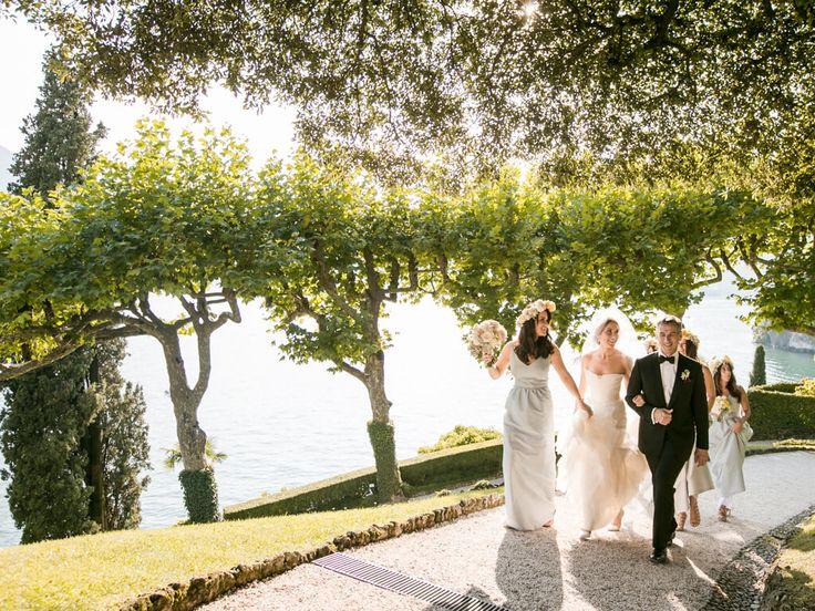 Bride arrives at Villa del Balbianello