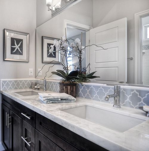 Jack and jill bathroom design ideas remodels photos for Master bathroom jack and jill