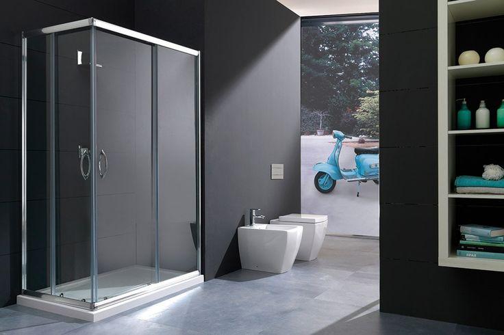 SLIDE - Box doccia con doppia porta scorrevole La collezione SLIDE offre una gamma di cabine doccia ad angolo semi-circolare, ad angolo circolare, quadrate, rettangolari, centro parete, con ante scorrevoli in vetro temperato da 6 mm e altezza 1900 mm, trasparenti o satinate.