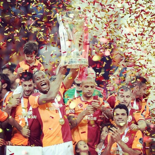 Cup in the Drogba's hands. Champion Galatasaray !