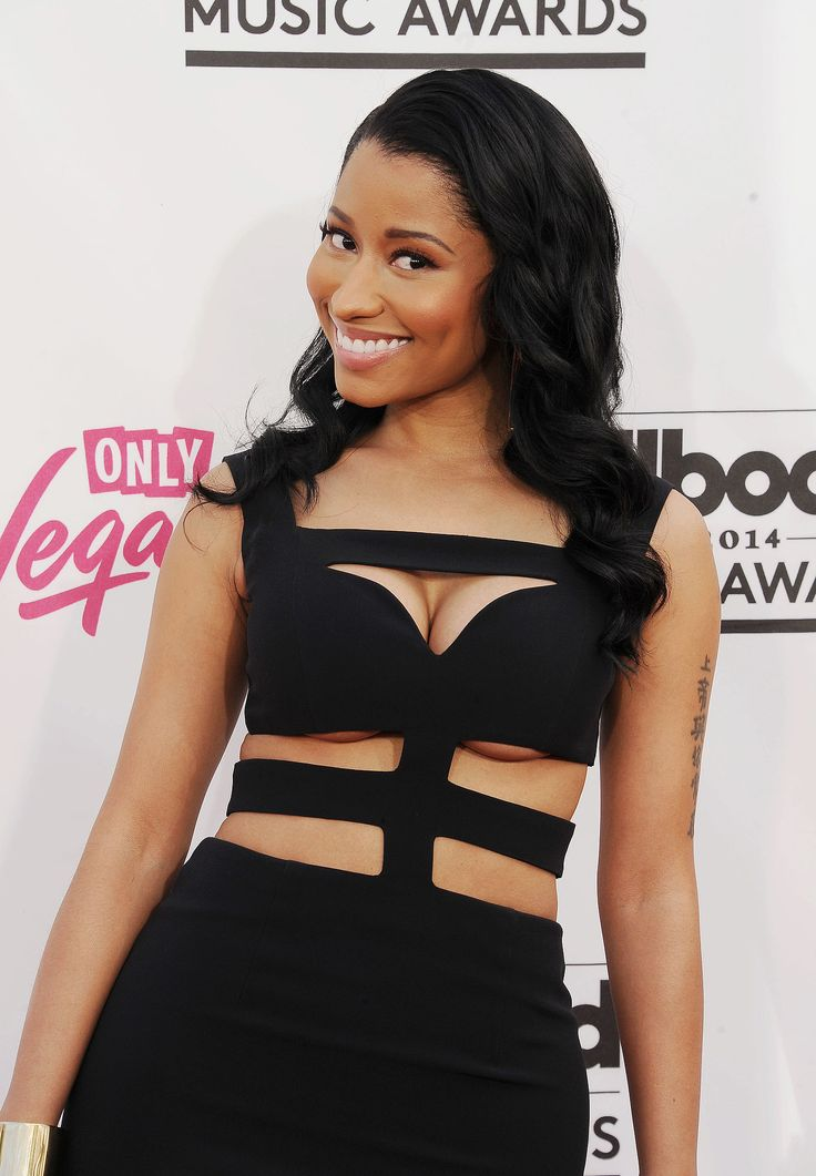 We're loving how Nicki Minaj is ditching her usual bright makeup colors in favor of sexy neutral at the Billboard Music Awards.