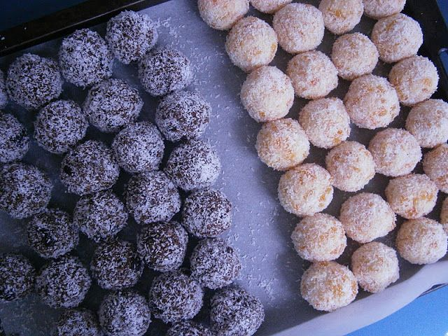 My Australian friend always gave me these delicious apricot balls at Christmas.