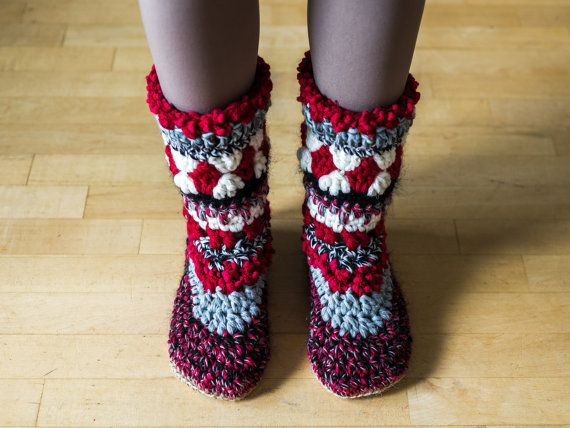 Red long warm crochet slipper boots for women to keep your feet warm during the winter! Great present for yourself or any person special to you.  These comfy red slipper boots are made from the mix of wool and cotton yarns. Every pair of mukluk slippers is made from leftover yarn, so it is original and unique.  The soles are made from 1 jute crocheted sole. In this way they are more long-lasting and strong. There is a wool insole inside to make the sole more soft.  European size 38-39. If…