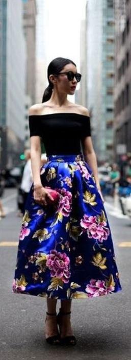 #opcccion3  Floral Midi Skirts:este otoño son válidas las flores en tu outfit, estas faldas están súper de moda solo debes cuidar que vayan con una prenda de otoño o texturas como tejidos, gamuzas, algodones, encajes, así no se verán fuera de temporada. A mi me encanta esta tendencia y a ti?
