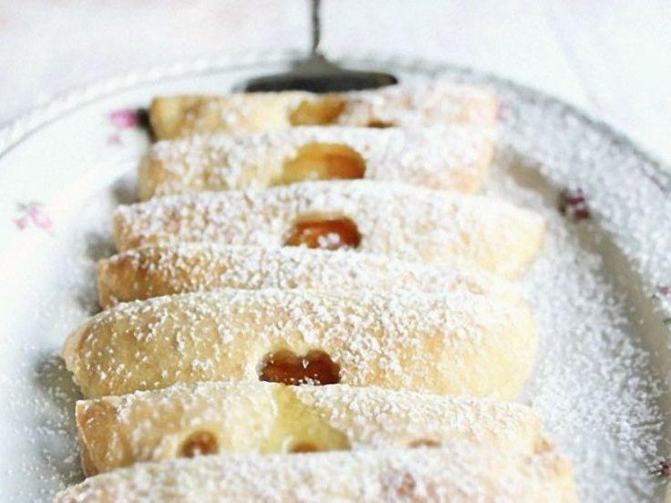 Süßes Rezept für fruchtige Quarktaschen / recipe for yummy quark turnovers via DaWanda.com