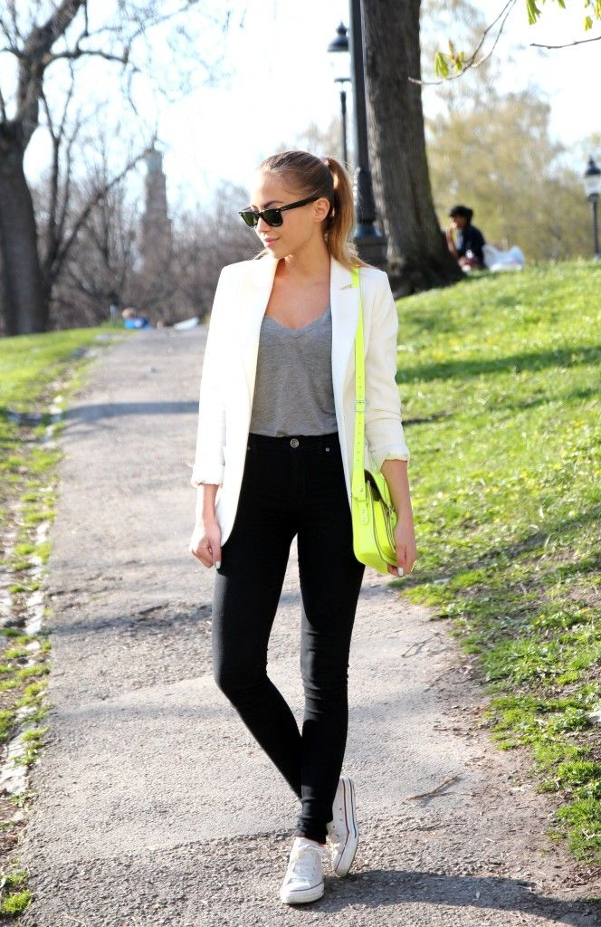 White blazer, grey top, black skinny jeans, and white converse