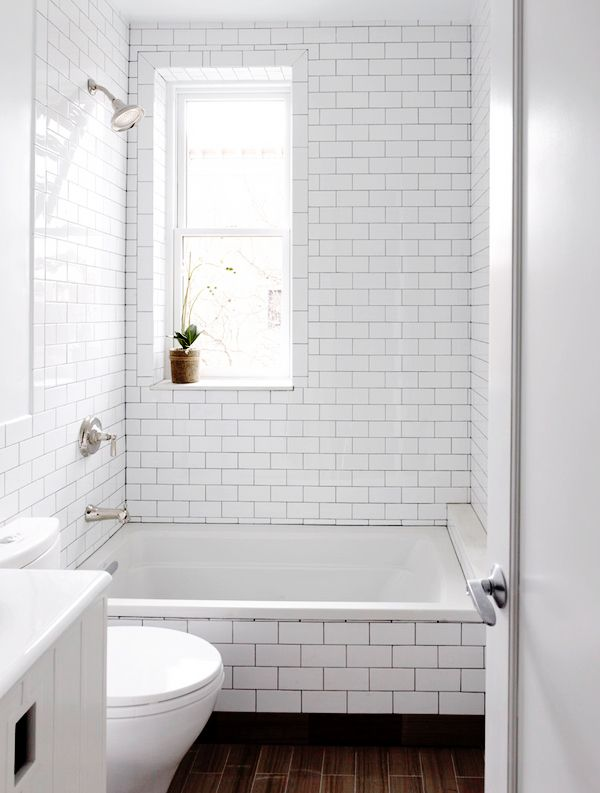 Bathroom Elements: Dark Shower Grout, white subway tile